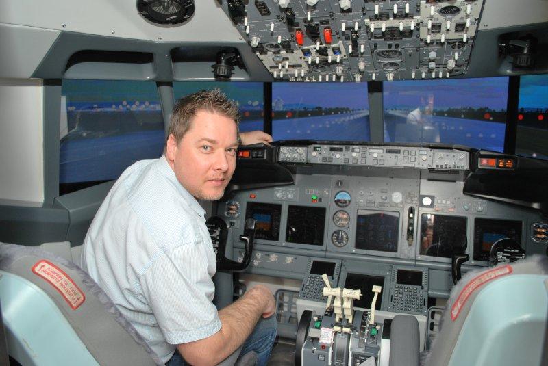 B-737 NG cockpit simulator