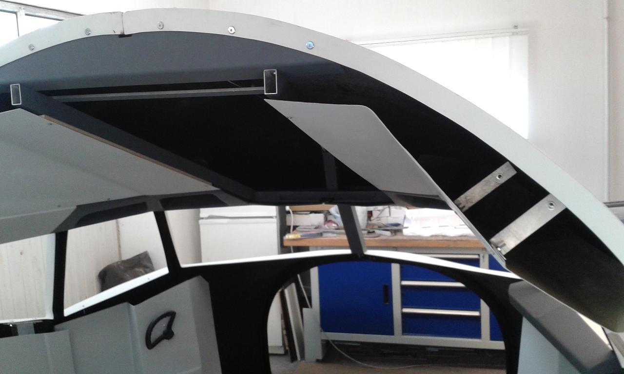 B 737 cockpit, UK